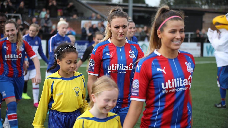 Chelsea 04 Ladies walk out (1).jpg