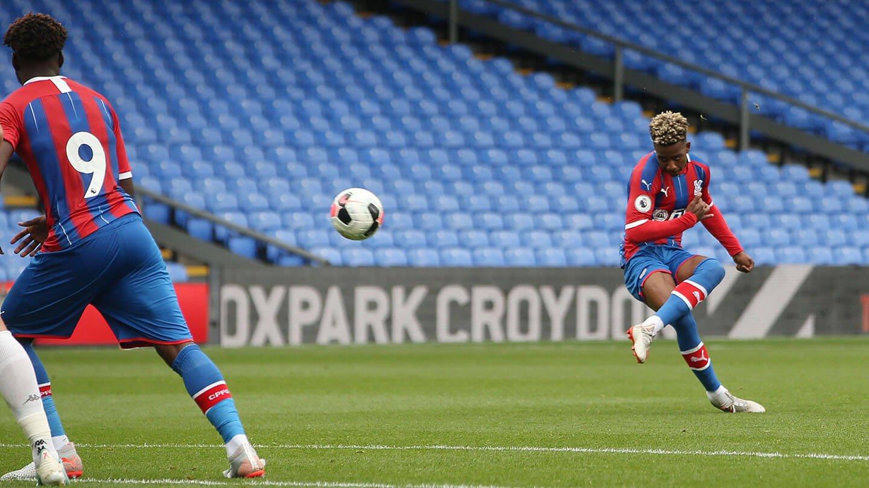 Lokilo free kick Leeds (1).jpg