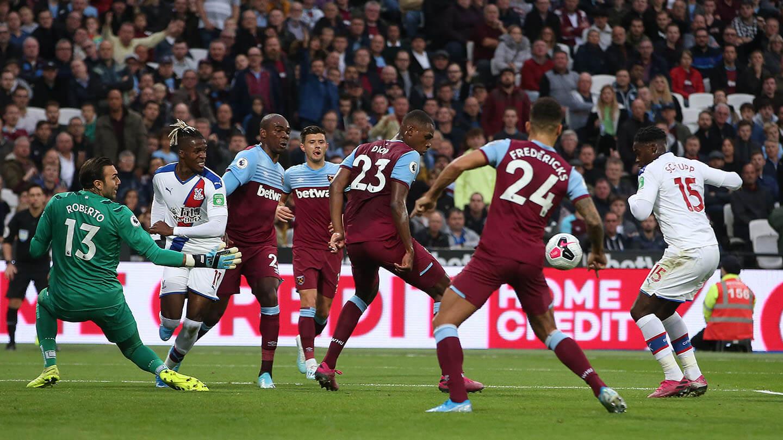 Schlupp chance West Ham (1).jpg