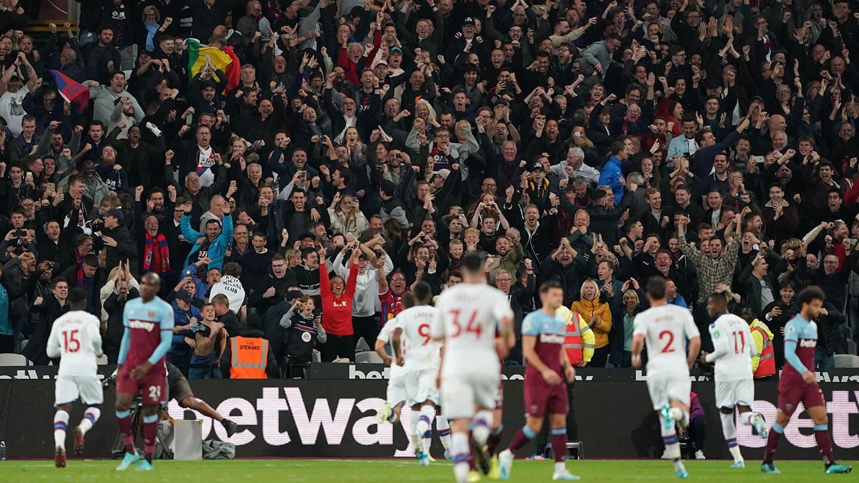 Palace celebrations fans West Ham (1).jpg