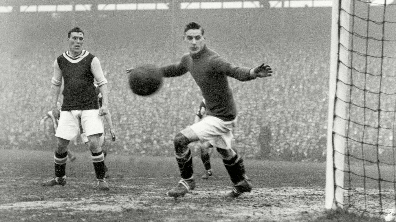 Cyril Spiers in goal (1).jpg