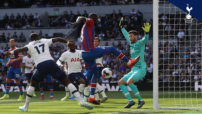 Kouyate chance Lloris Spurs (1).jpg