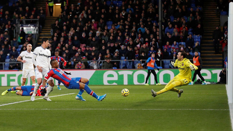 02 Ayew chance West Ham.jpg
