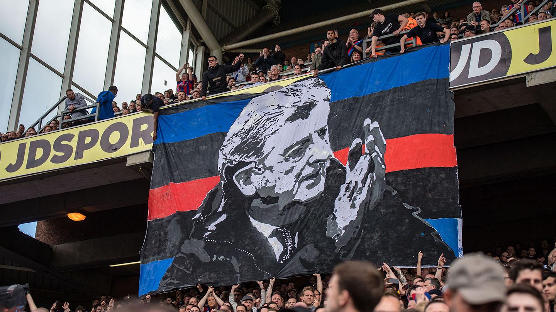 02 Hodgson tifo banner.jpg