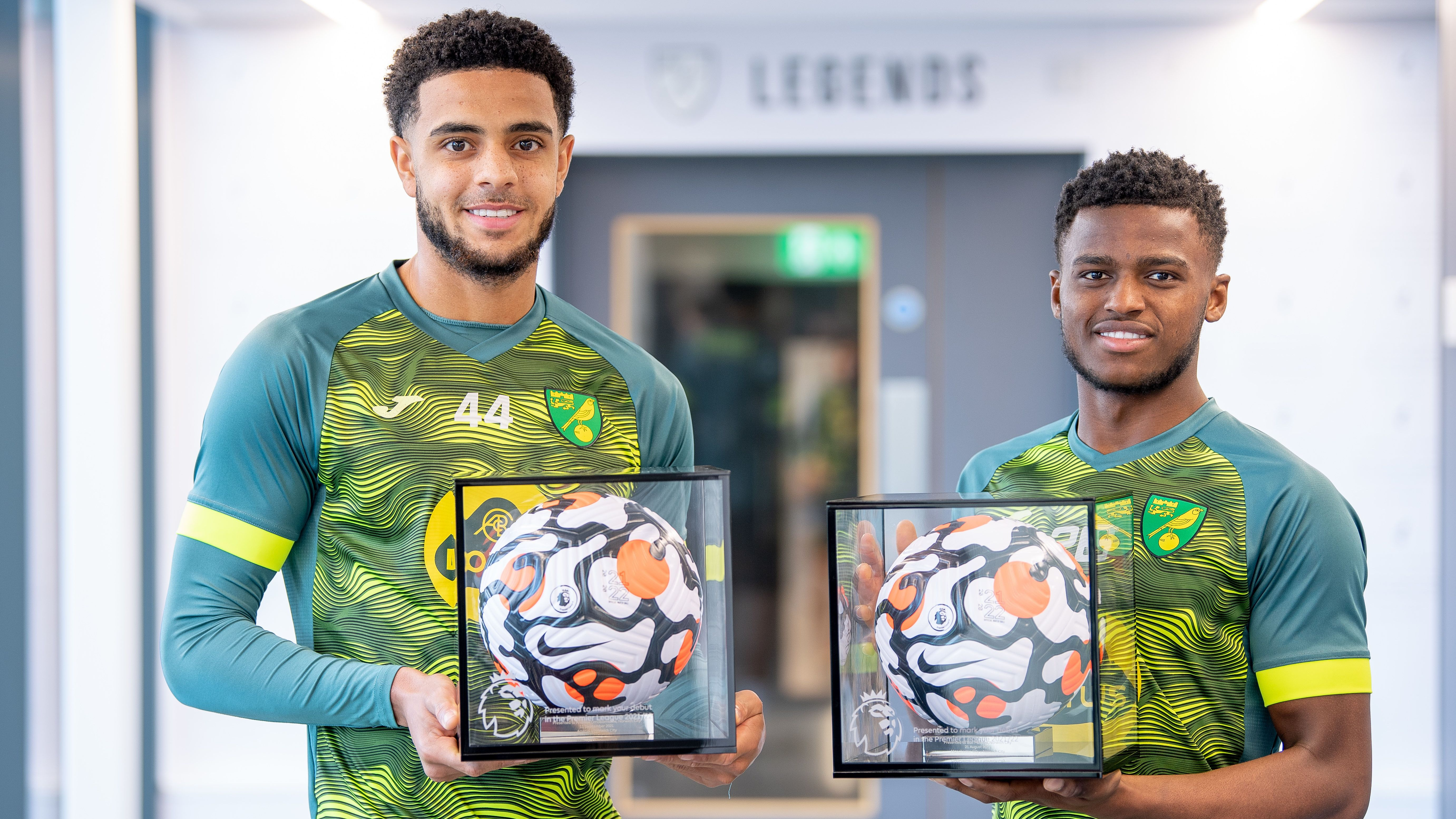 omobamidele-and-mumba-presented-premier-league-debut-balls