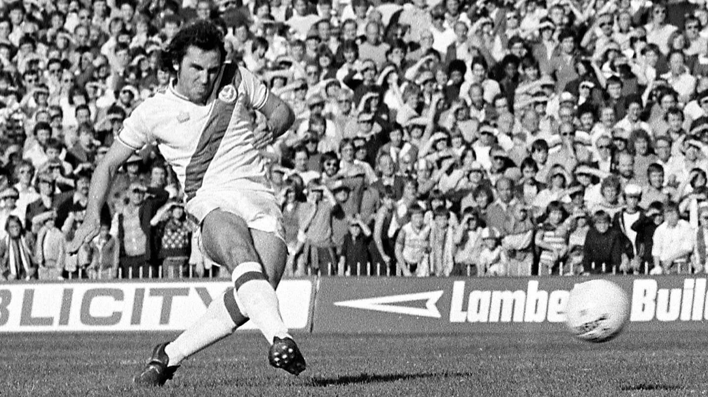 Gerry Francis penalty v Ipswich 1979 (1).jpg