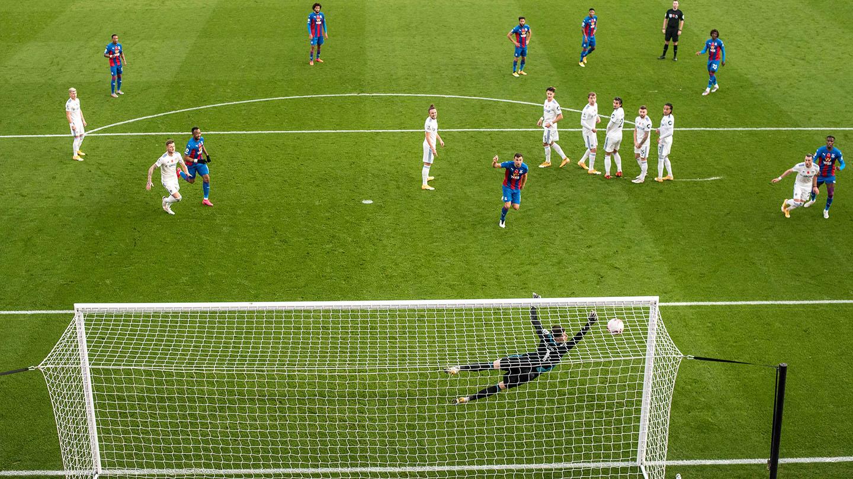 Photos of the season 20-21 - B4 Eze free-kick v Leeds.jpg