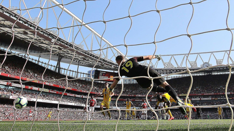 Benteke goal Arsenal Palace Emirates.jpg