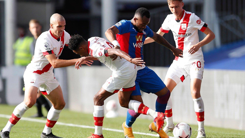 Ayew Southampton defenders 20-21.jpg