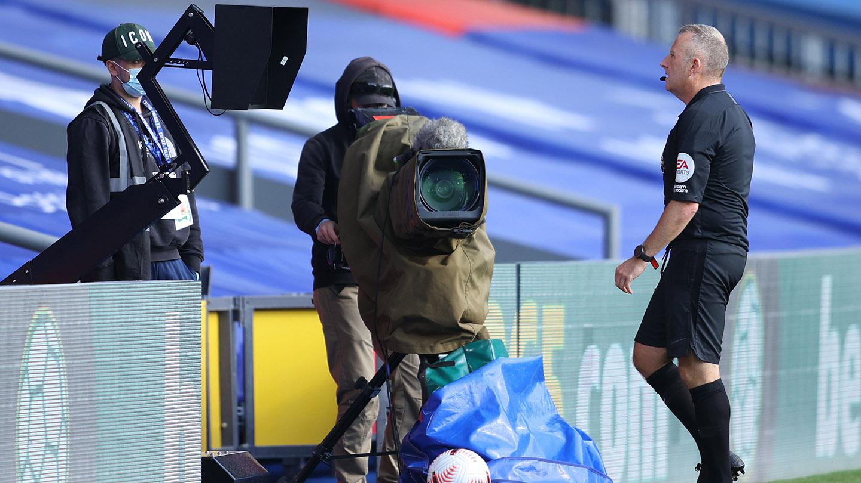 Jon Moss pitchside monitor review Palace Southampton 20-21.jpg