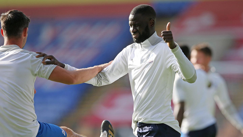 Cheikhou Kouyate thumbs up.jpg
