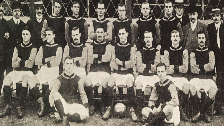 Crystal Palace 1905 professionals.jpg