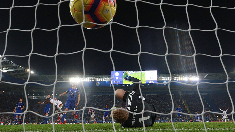 Zaha goal Leicester King Power.jpg