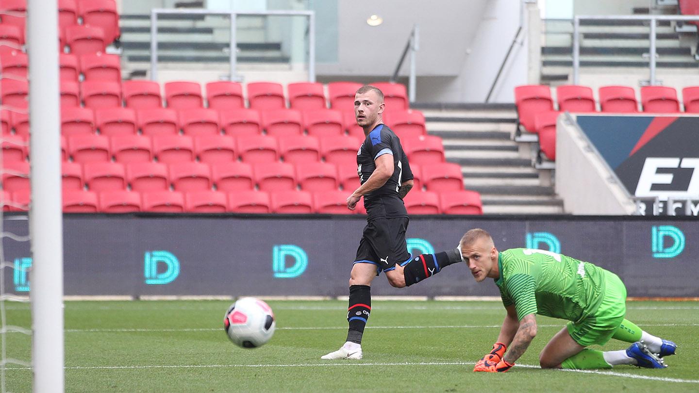 Max Meyer goal Bristol City.jpg