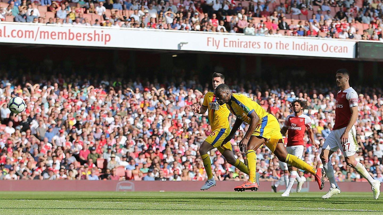 Benteke Arsenal Palace Emirates.jpg