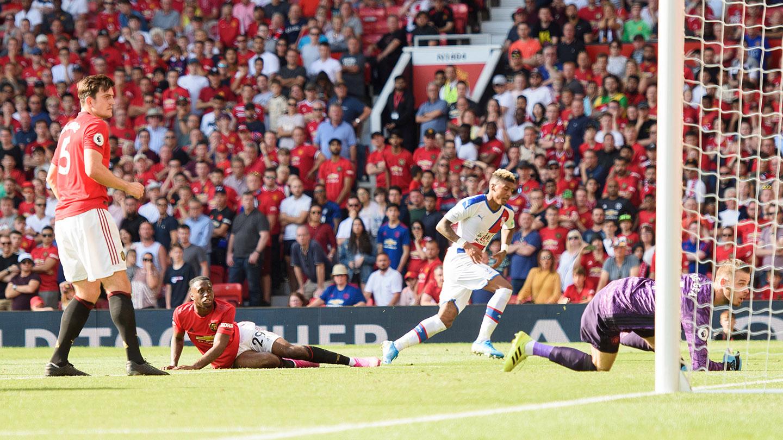 Van Aanholt v Manchester United.jpg